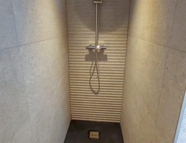 Salle de bain intégrée dans la chambre Leh à louer aux Saisies