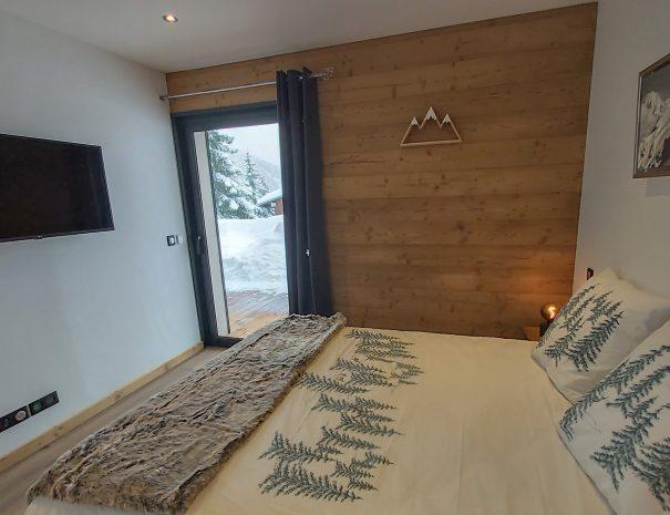 Chambre avec TV et Wifi dans la station Les Saisies, au pied des pistes de ski