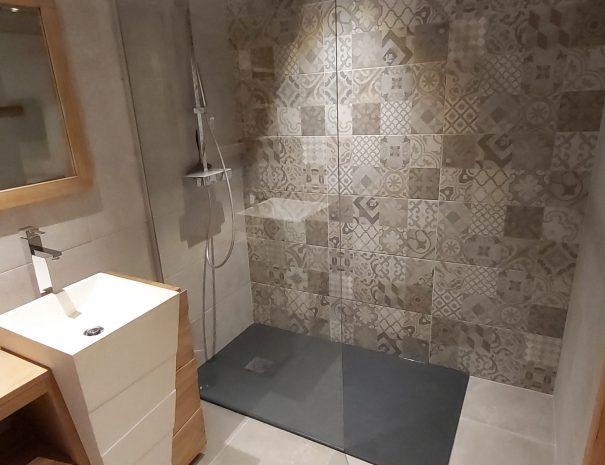 Salle de bain équipée pour 4 personnes Location chalet 12 personnes