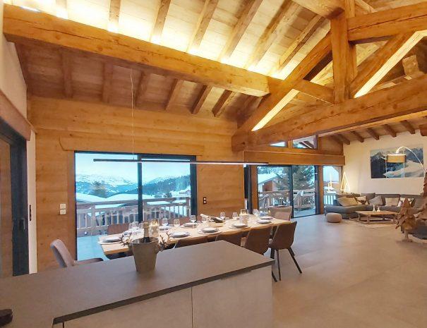 Magnifique charpente en bois pour diner à 12 personnes aux saisies avec une belle vue
